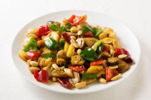 鶏肉とピーナッツの辛味炒め Sサイズ:900円 Mサイズ:1800円